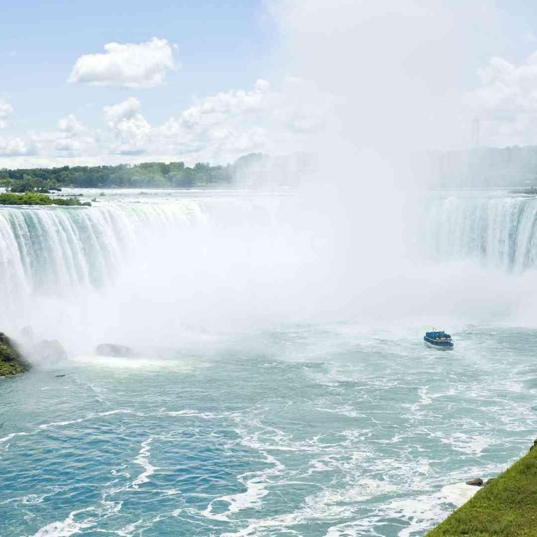 Custom-Travel-Planner-Network-1-SM-New-York-Niagara-Boat