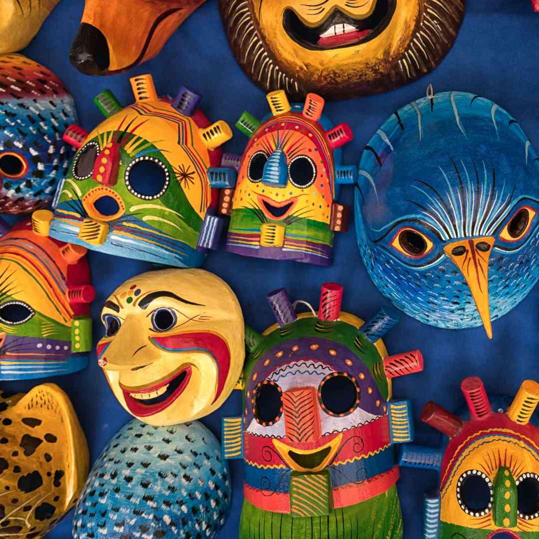Custom-Travel-Planner-Network-5-SM-Equador-Otavalo-Market-craft