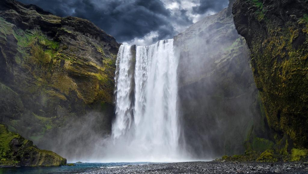 Custom Travel Planner Network-Iceland-Waterfall
