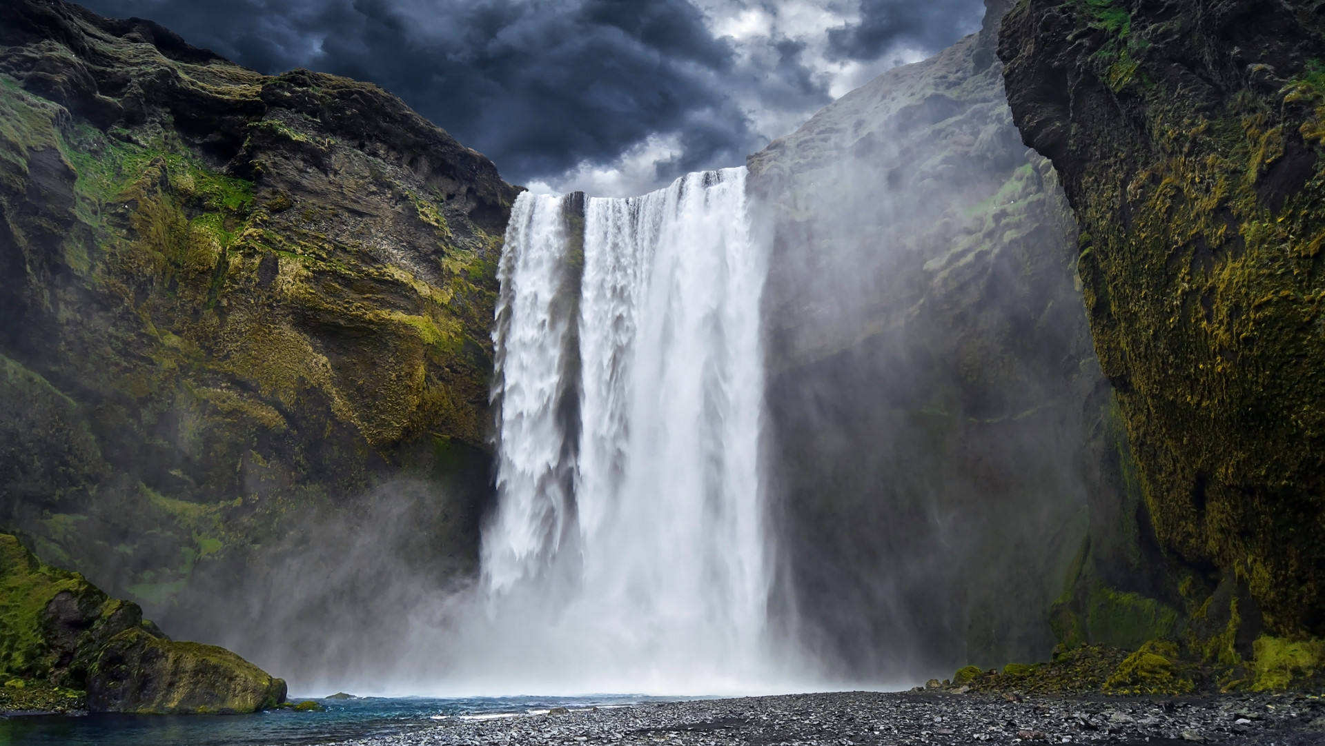 Custom Travel Planner Network-Iceland-Waterfall
