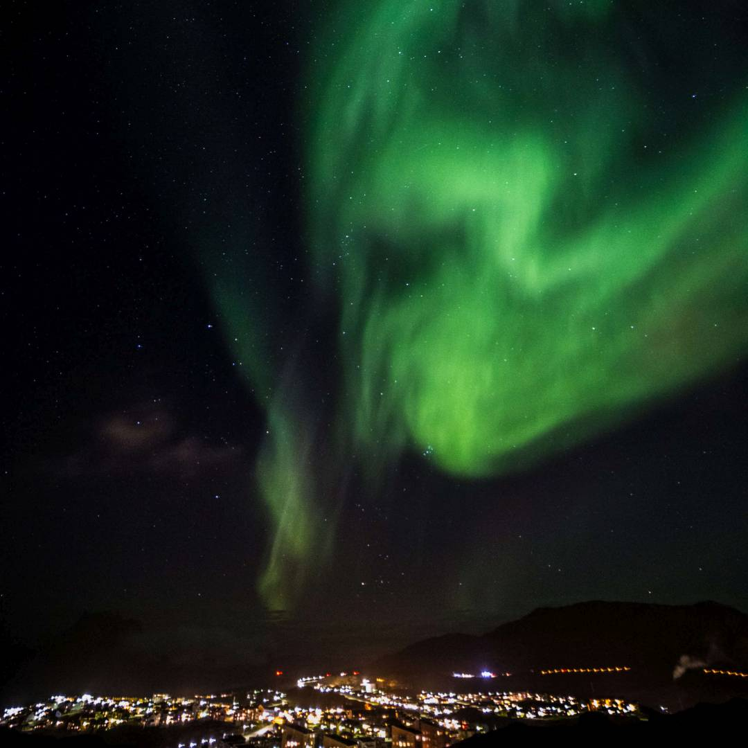 Custom-Travel-Planner-Network-1-Greenland-Northern-Lights-over-Nuuk