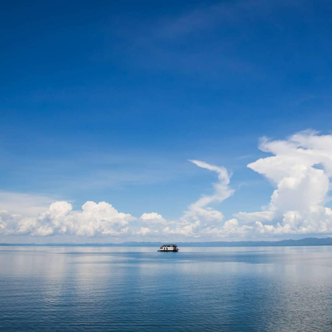 Custom-Travel-Planner-Network-10-Zimbabwe-Kariba-Lake-Houseboat