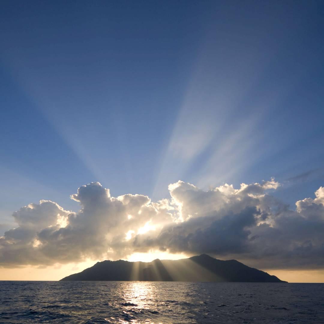 Custom-Travel-Planner-Network-6-Seychelles-View-Silouette-Island-