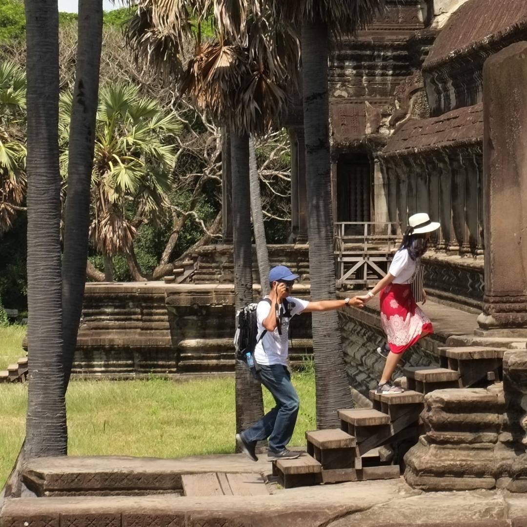 Custom-Travel-Planner-Network-5-SM-Cambodia-Angkor-Wat-picnic
