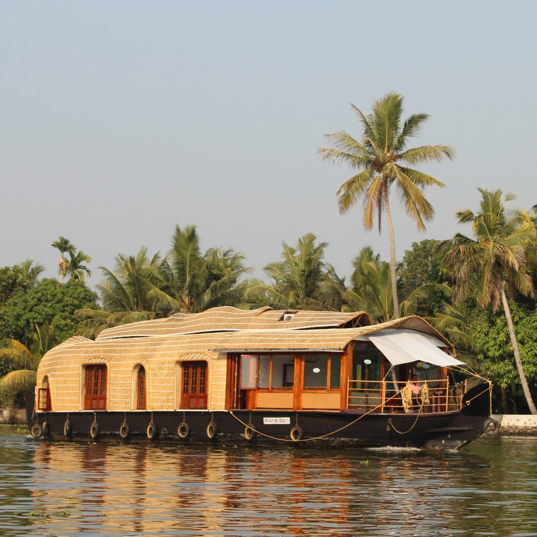 Custom-Travel-Planner-Network-8-India-Kerala-Houseboat