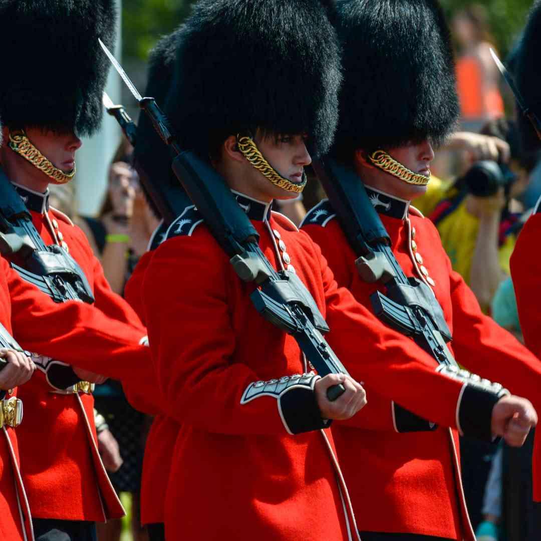 Custom-Travel-Planner-Network-1-SM-England-Buckingham-Guards