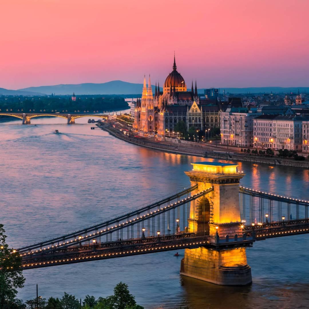 Custom-Travel-Planner-Network-1-SM-Hungary-Budapest