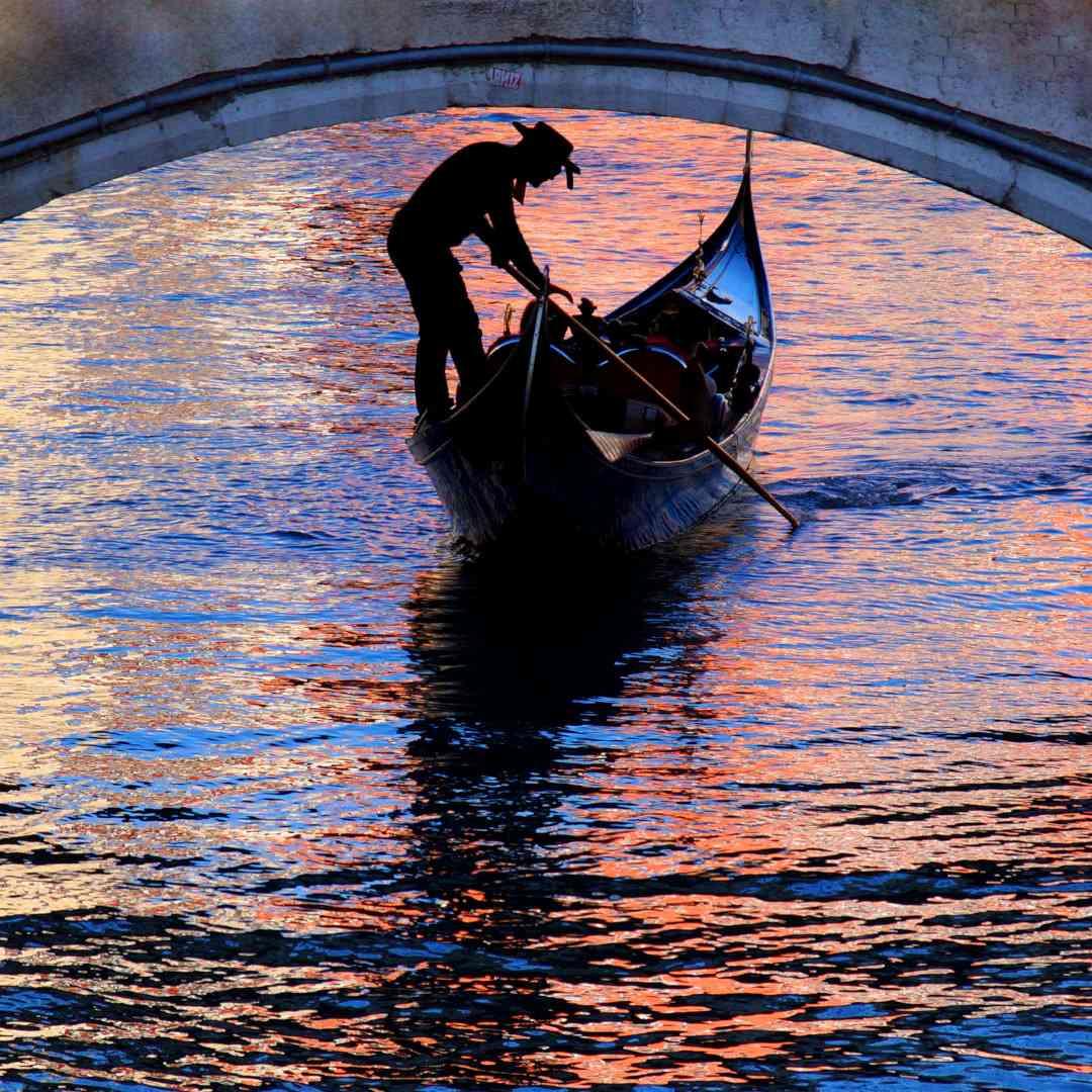 Custom-Travel-Planner-Network-1-SM-Italy-Venice-Gondola-Ride
