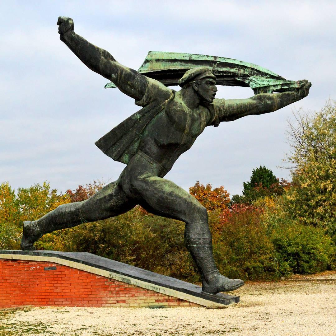 Custom-Travel-Planner-Network-10-SM-Hungary-Statue-Park