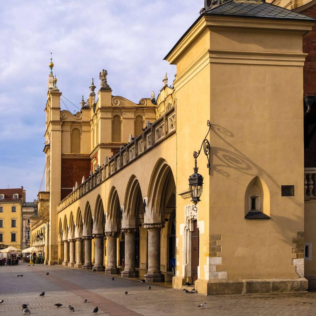 Custom-Travel-Planner-Network-2-Poland-Cracow-Market-Square