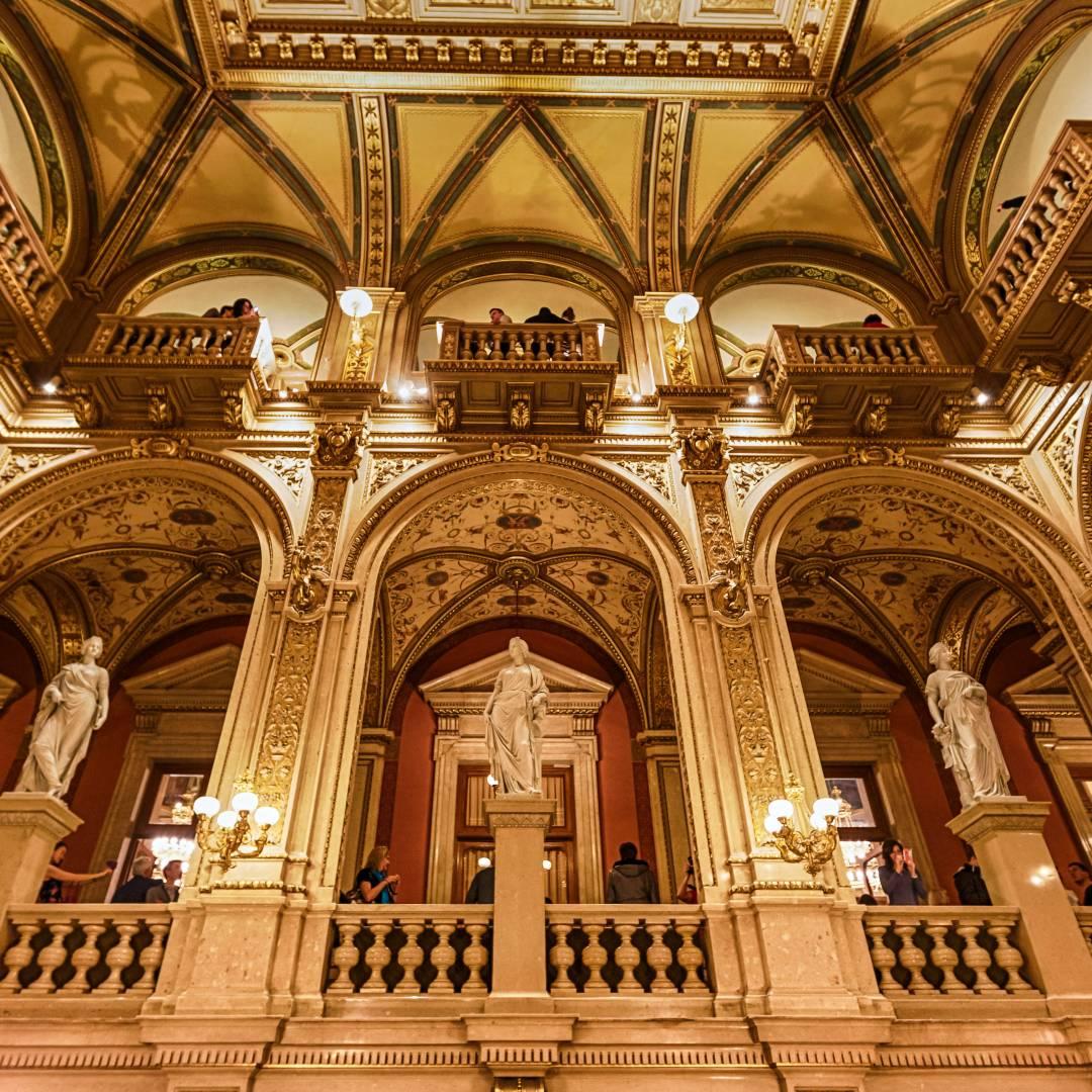 Custom-Travel-Planner-Network-2-SM-Austria-Vienna-Opera-House