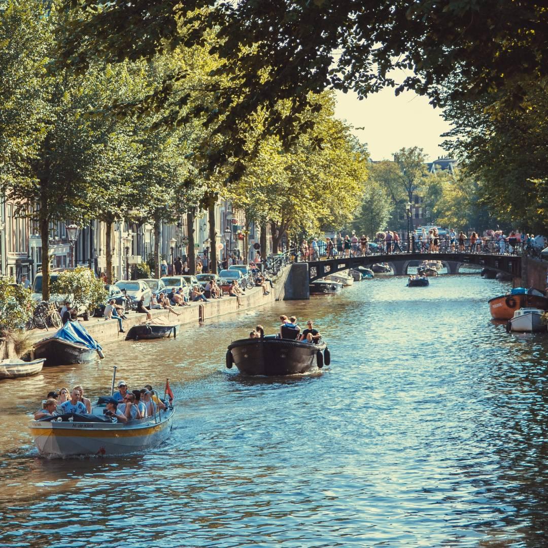 Custom-Travel-Planner-Network-6-Netherlands-Amsterdam-Canal-Cruise