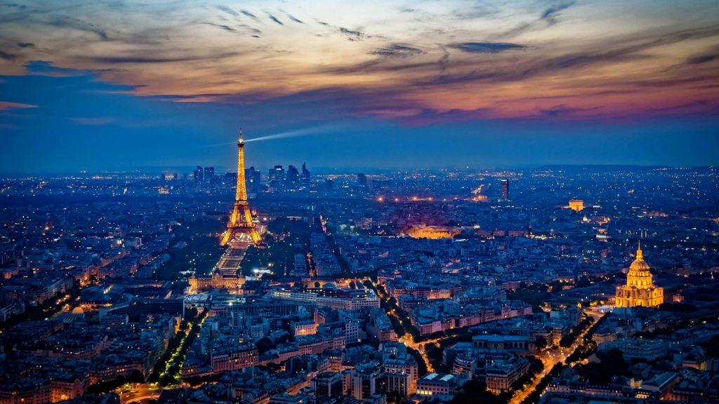 Custom-Travel-Planner-Network-France-Eiffel-tower-